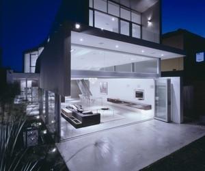 Elegant Beach House by Tony Owen