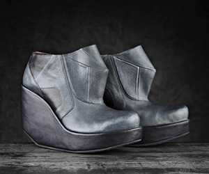 Entropy Footwear by Anna Roschina