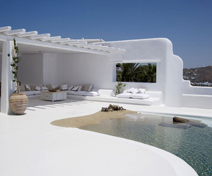 Escape to luxury in Mykonos