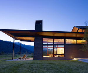 Extraordinary home immersed in the mountains
