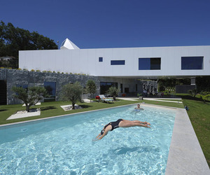 Extreme Cantilevered Home in Croatia by Idis Turato