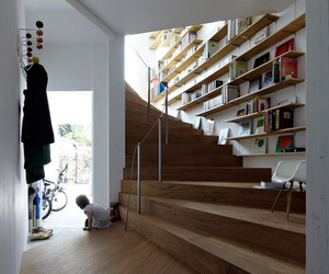 S House, Wrapped Around a Central Stair | Akihisa Hirata