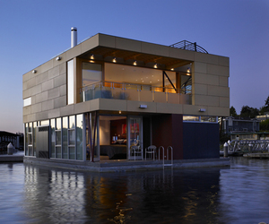 Floating Home by Vandeventer + Carlander Architects