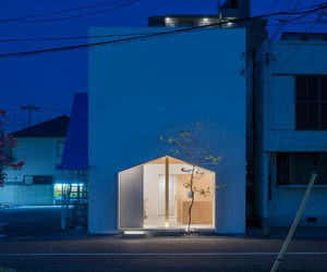 Folm Arts Beauty Salon by Tsubasa Iwasashi Architects