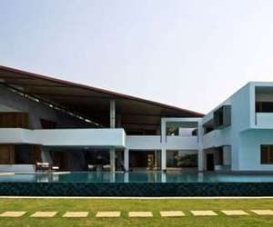 The Cliff House in India by Khosla Associates