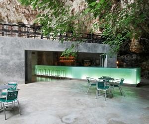 Green Cave Bar Glows in the Dark | A2 Arquitectos