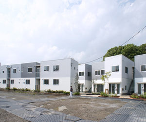 Gotencho Apartment by Manabu + Arata / NAYA Architects