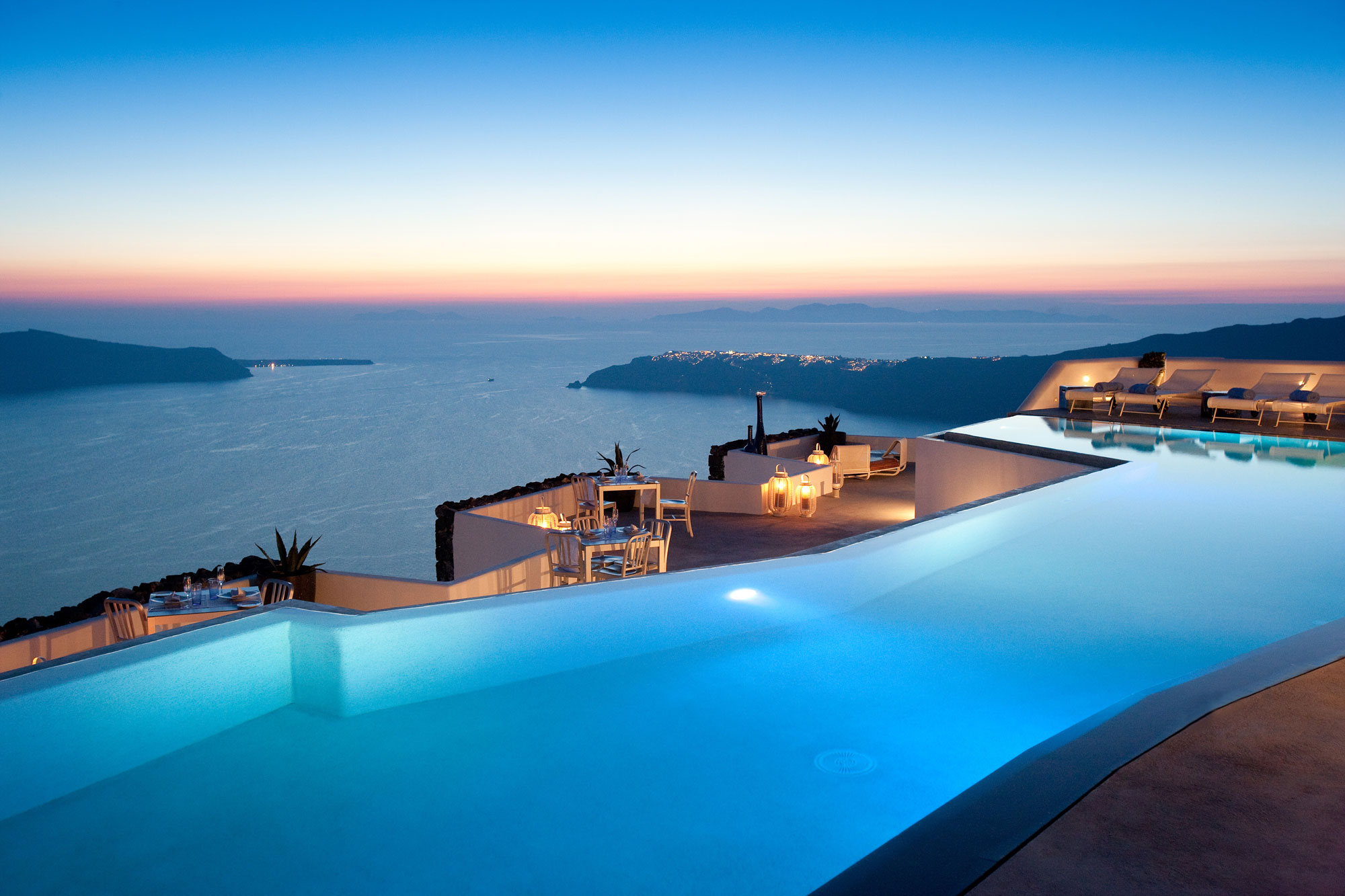 Colorado grace santorini hotel by divercity and mplusm architects