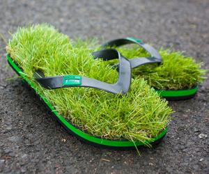 Grass-Lined Flip Flops | KUSA