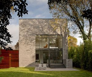 Hampden Lane House by Robert Gurney Architect