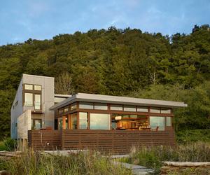 Hat Island House by Bjarko Serra Architects