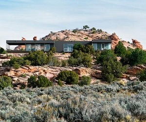 Hidden Valley, a Sustainable Design of Prefab Vacation House