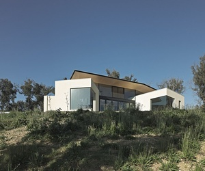 Hillside Habitat in Australia by architect Edwards Moore