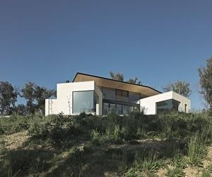 Hillside Habitat in Australia by architect Edwards Moore