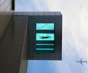 Cantilever swimming pool