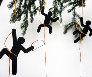 Hooligans on My Christmas Tree | Sebastian Reymers