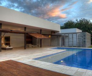 House 60 by De La Carrera + Cavanzo Arquitectura