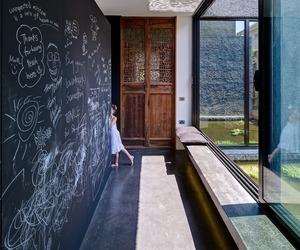 House featuring Melbourne laneway art