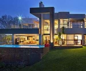 HOUSE IN BRYANSTON BY NICO VAN DER MEULEN ARCHITECTS.