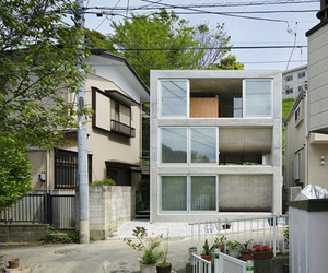 House in Byobugaura by Takeshi Hosaka Architects