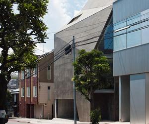 House in Minami-azabu by Hitoshi Wakamatsu Architect