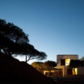 House in Praia Verde by Nelson Resende Arquitecto