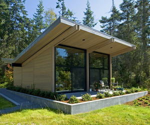 House Reflecting The Surrounding Environment in Washington