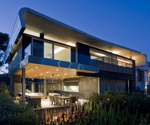 Hover House 2 by Glen Irani Architects