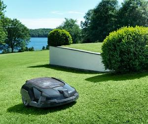 Husqvarna Solar Robotic Mower