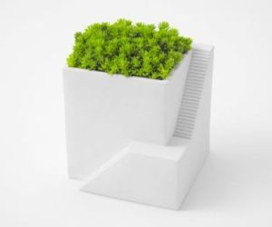 Ienami: House-Shaped Planters For Desktop Gardening