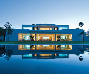 Imposing house in Cadiz by Pedro Riveiro Pita