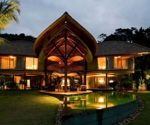 Inspired by Nature: Stunning Leaf House in Brazil