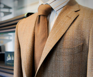 Isaac Ely Masters a Qiviuk Bespoke Suit