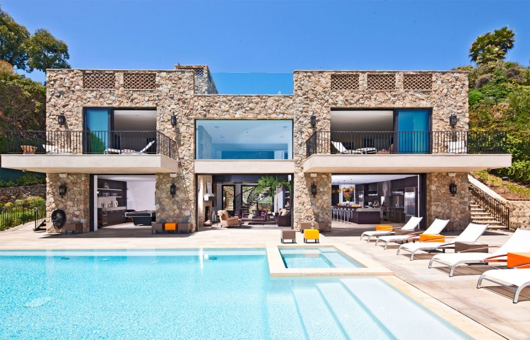 italian inspired malibu beach mansion - Big Mansions With Pools On The Beach