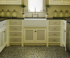 Kitchen by Phoebe Howard, Pebble-tile