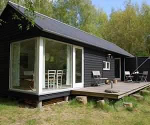 Længehuset, a Modular Holiday House by Møn Huset