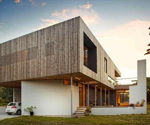 Lagoon Beach House by Birrelli Architecture