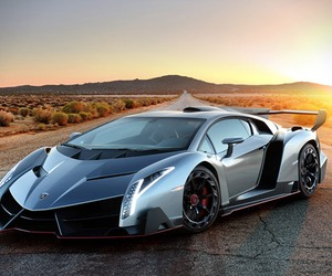 Lamborghini Unveils $.7.4 Million Veneno