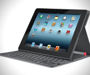 Light Powered iPad Keyboard Stand | Logitech