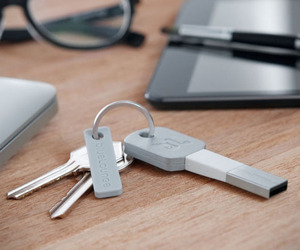 Lightning Charger Keychain | Kii