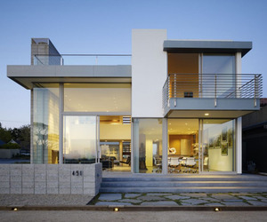 Luxurious residence on the bluffs with ocean views