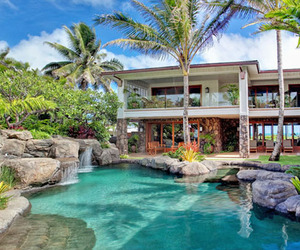 Luxury property on beautiful Kailua Beach