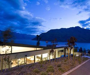 Luxury retreat overlooking Lake Wakatipu