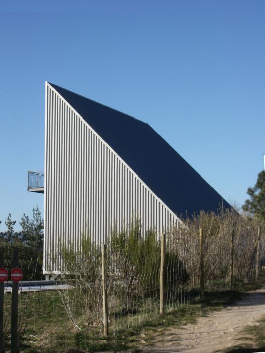 maison en triangle 13 implantation maison sur terrain triangulaire. Black Bedroom Furniture Sets. Home Design Ideas