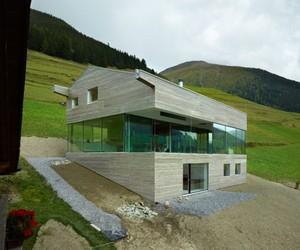 Maison Val D'Entremont by Savoiz Fabrizze Architects