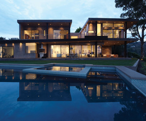Mandeville Canyon Residence by Griffin Enright Architects