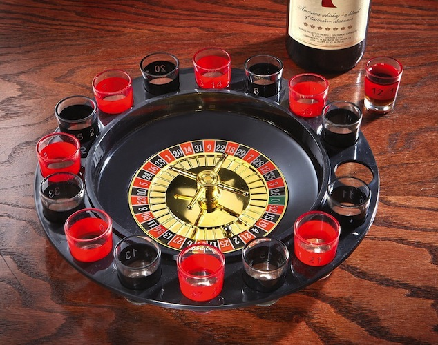 Round roulette wheel shot glass set