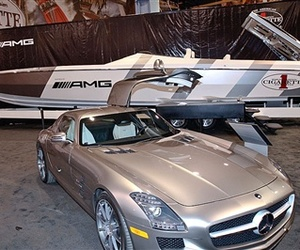 Mercedes' SLA AMG Inspires Similarly Swift Cigarette Boat