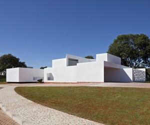 Migliari Guimarães House by DOMO Arquitetos