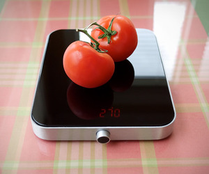 Minimalist Kitchen Scale | by Cloer